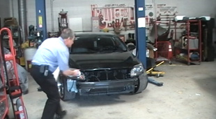 Doc Jay estimating customer's car fro Auto Body Unlimited Inc from www.thecrashdoctor.com